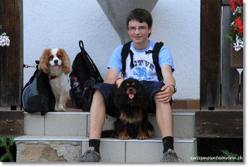 Wir warten bei der Talstation und schon bald sind wir alle wieder vereint :-)