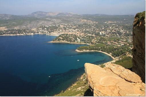 Bei einem weiteren Halt sieht man die Buchten von Cassis.