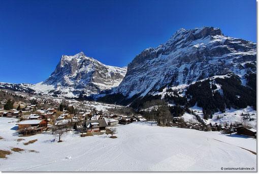 Blick aus der Gondel hinunter nach Grindelwald.