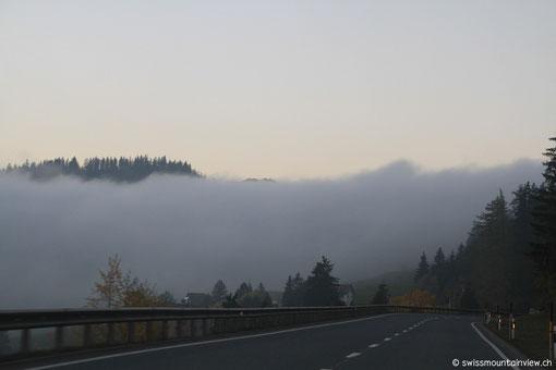 Kurz vor Thusis kommen wir auch wieder in den Nebel...