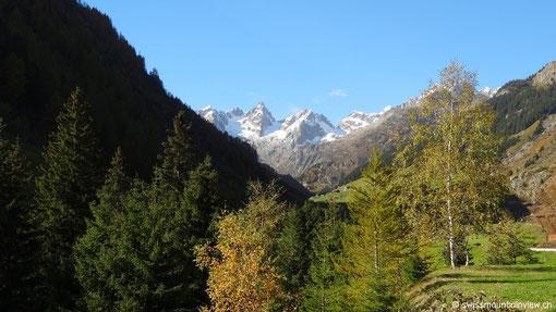 Blick zurück auf die Schneeberge.