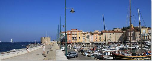 zuerst dem Hafen entlang und dann noch durch die Altstadt.