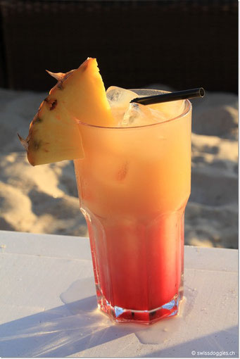 Am Abend gönnen wir uns in Juan-les-Pins einen feinen Drink am Strand.