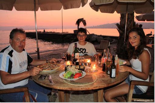 ein feines Nachtessen am Strand.