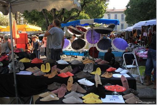 führt uns heute über den Markt von Antibes...