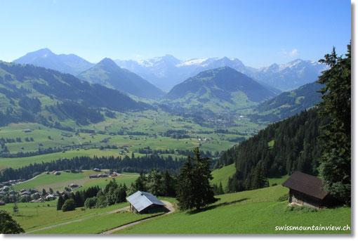 Schon bald haben wir einen schönen Weitblick Richtung Gstaad und