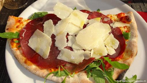 und geniessen diese feine Ruccola Parma-Schinken Pizza.