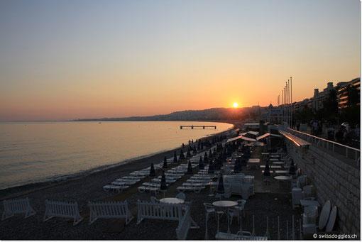Sonnenuntergang von der Strandpromenade aus knipsen kann