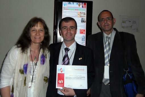 Dra. Adriana Loggio, Antonio Drago y Dr. Victor Molina. / Click en esta imagen para ver-leer el e-Póster presentado.