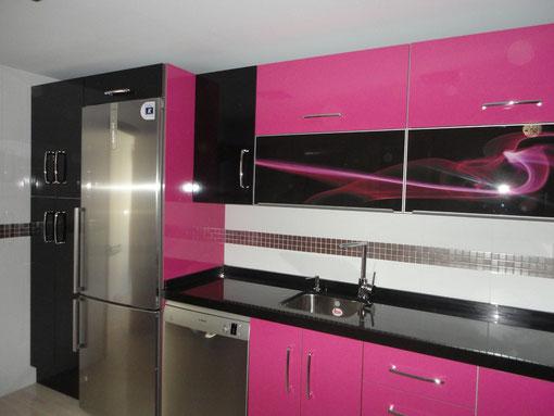 Cocina en Martos rosa y negra