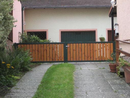 Gartenhaus Lärche verschalt Trapezblech braun
