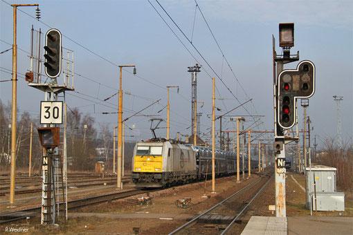 ECR 186 168 mit 48424 (Trnava/SK) Forbach - Achères Triage (Gefco), Forbach/F 15.02.15