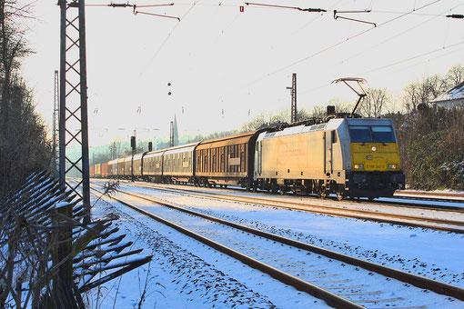 ECR 186 342 mit GA 49213  durchfährt im Seitenlicht Dudweiler Richtung Mannheim am 24.01.2013