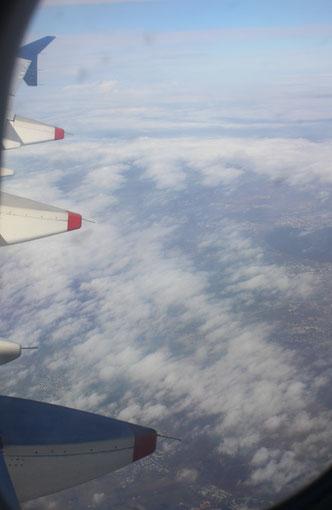 L'  A 321 s' élève au dessus de Paris