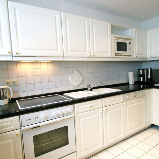 moderne, offene Landhausküche - voll ausgestattet