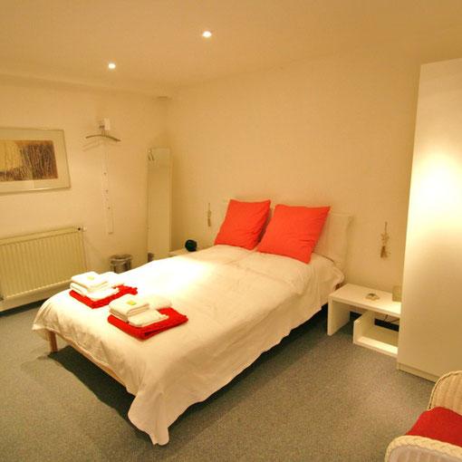 Schlafzimmer - ruhig und gemütlich - 1,60 m x 2,00 m Doppelbett