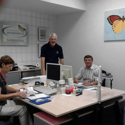 Stehen Ihnen gerne mit Rat und Hilfe zur Seite. Anita Oppermann, Dr. med. Hans-Henning Kubusch und Klaus-Dieter Duits.