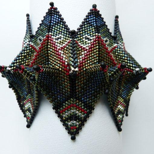 Armband fortune teller aus dem Buch 'contemporary geometric beadwork', hergestellt von Ursula Raymann