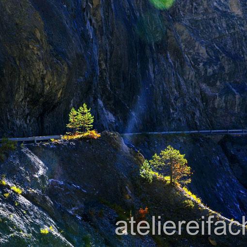 Licht und Schatten auf dem Weg zum Ziel - zum Lac de Derborence, Wallis, CH
