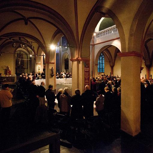 Gründonnerstag 2012 in Sankt Maria in Lyskirchen, nach der Messe die Agape (Foto: Anna C. Wagner)