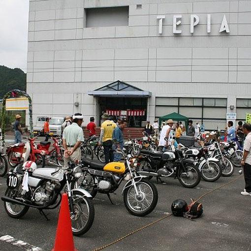 会場は本田宗一郎さん生誕の地である天竜のテピア駐車場。