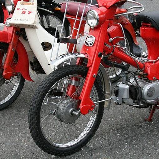 兄弟バイクも揃いました。C105T TRAIL55(手前)とCA100 スーパーカブ(奥) 帰国子女の2ショット