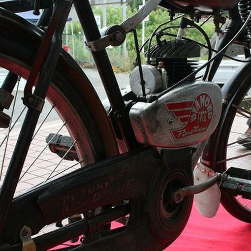 地元の浜松市立光明小学校の生徒達が復元作業をしているバイクです。1953年製 ダイヤモンドフリー号