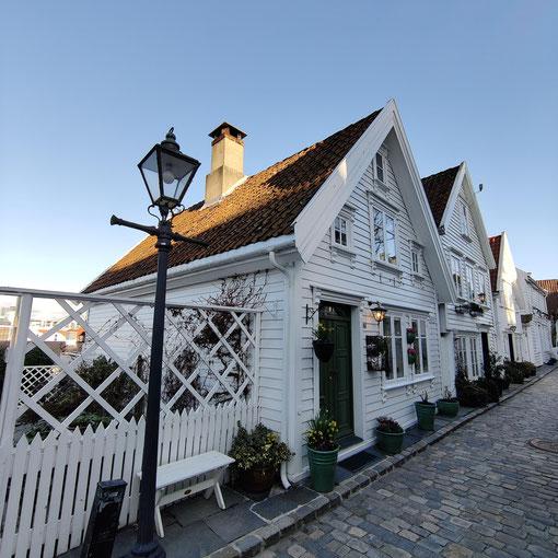 Die für Stavanger typischen, weißen Holzhäuser