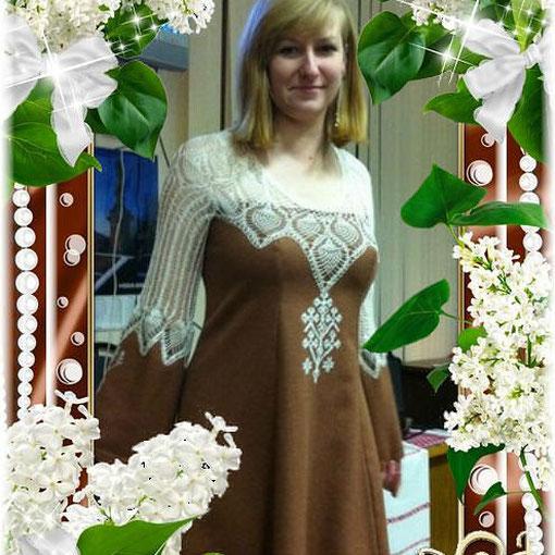 Платье с кружевом Древом жизни и с Живой на рукавах