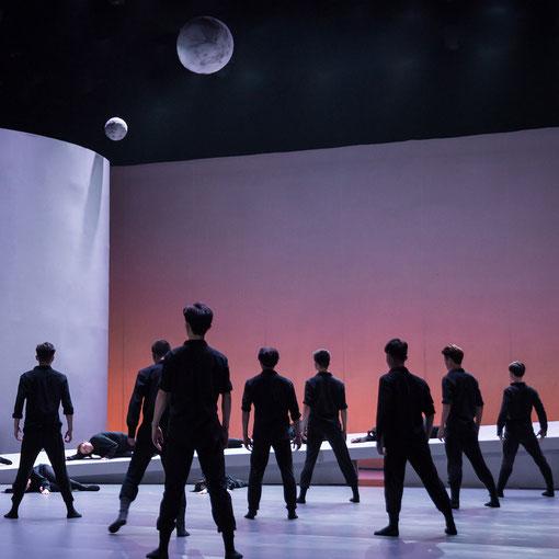 Lune Fille de la Terre. Schezhzn Poly Theater , Chine. Scénographie Eric Charbeau et Philippe Casaban. Mise en scène L. Laffargue.
