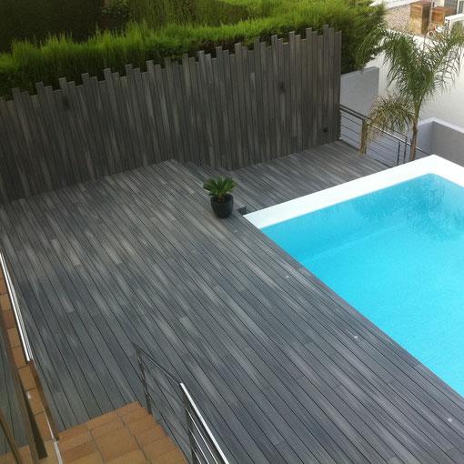 Terraza, escaleras, armario y vallado en tarima tecnológica Fiberón