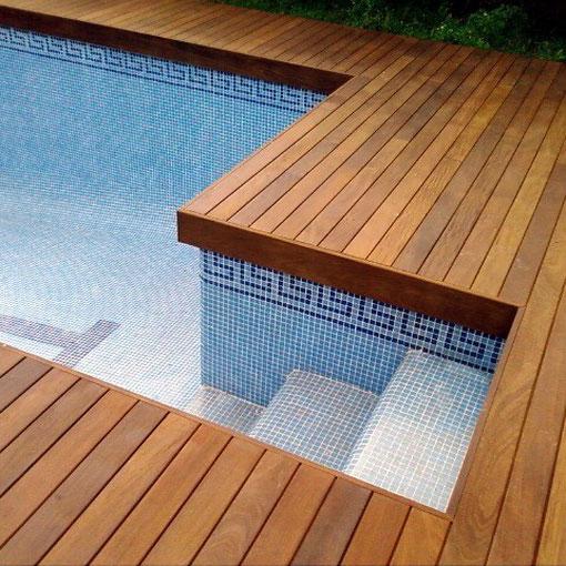 Detalle escalera tarima Ipe piscina