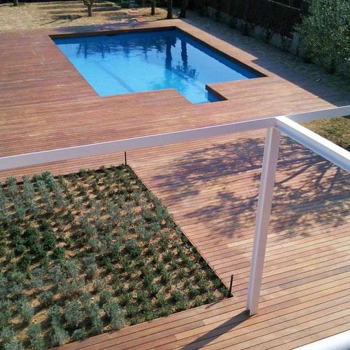 Terraza y piscina en tarima en Ipe