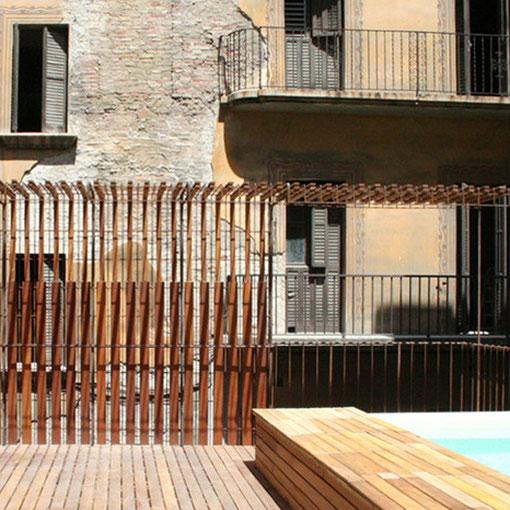 Terraza, fachada, piscina en Iroko