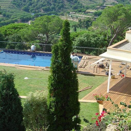 Tarima en terraza y piscina Ipe