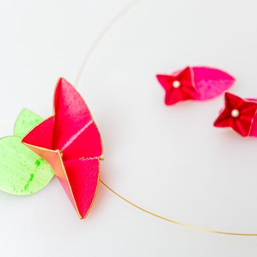 "Collier ""LittleLittle"" Pergamentblüte + Blätter mit Zuchtperle verkauft, Ohrstecker ""Blüte"" Paar 95 Euro"