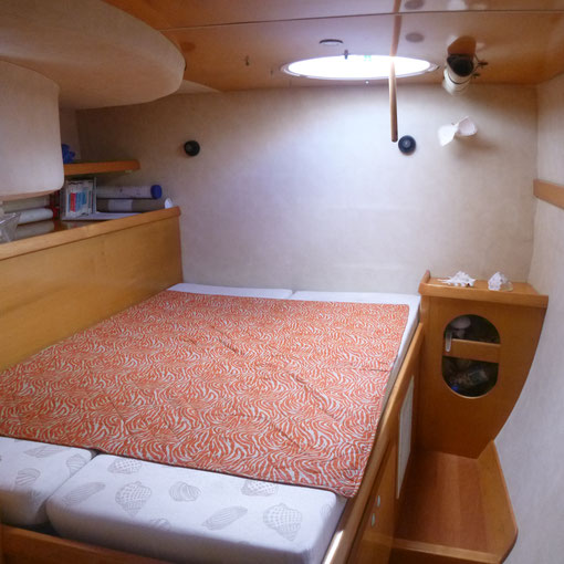 PORTSIDE  AFT CABIN   ( PAPERCHARTS + BOOKS )