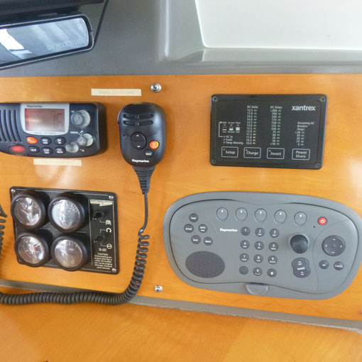 VHF,  GENERATOR,  110v. SHOREPOWER LOADING  + RAYMARINE REMOTE