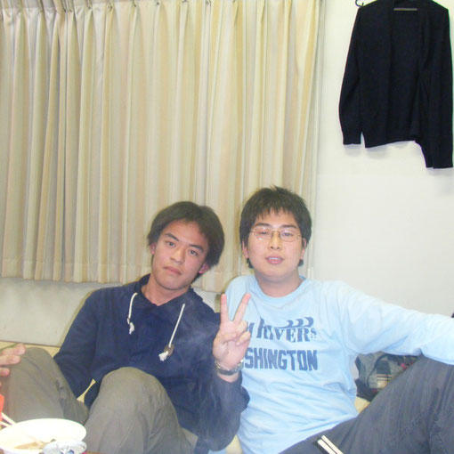 左は法学部の福美ちゃんに右は薬学部の川瀧ちゃん。同じ高校だとか。