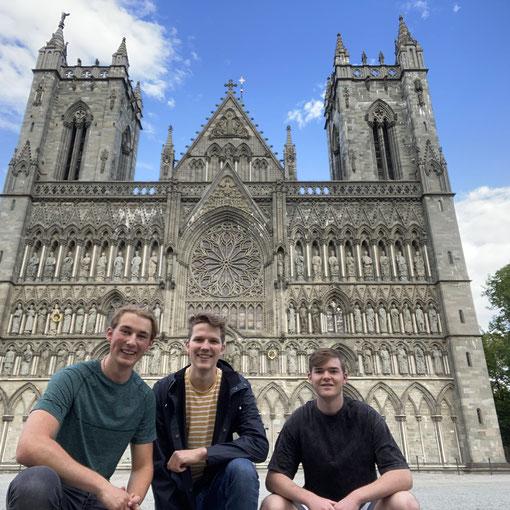 Zwischen den Vorbereitungen hatten die Praktikanten Jonas, Paul und Tim (v.l.) die Möglichkeit, Trondheim ausgiebig zu erkunden