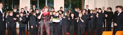 Die Sänger verabschieden ihre langjährige Stimmbildnerin Ute Herbert-Reischl
