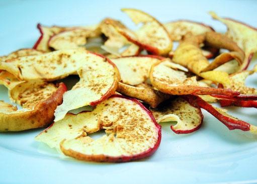 Selbstgemachte Apfelchips mit Zimt