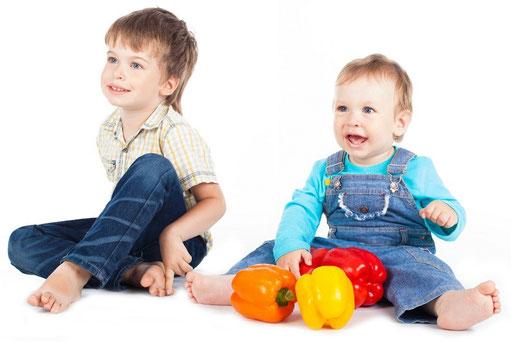 Prophylaxe bei Kleinkindern. Wie Ihre Kinder das richtige Zähneputzen lernen (© A.KaZaK - Fotolia.com)