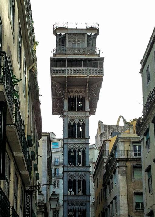 Der Elevator de Santa Justa bringt uns von der Unter- in die Oberstadt