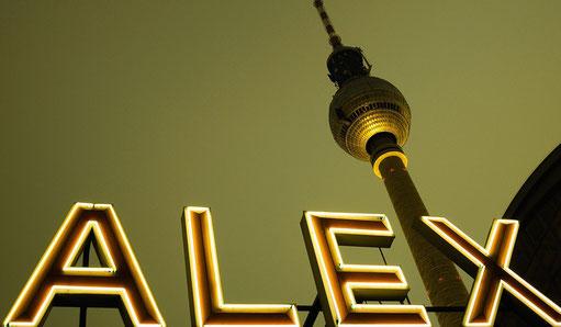 Vom S- und U-Bahnhof Alexanderplatz zur Alexanderstraße 1, 10178 Berlin