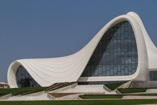 Das Heydan Aliev Cultural Center der irakisch-britischen Architektin Zaha Hadid