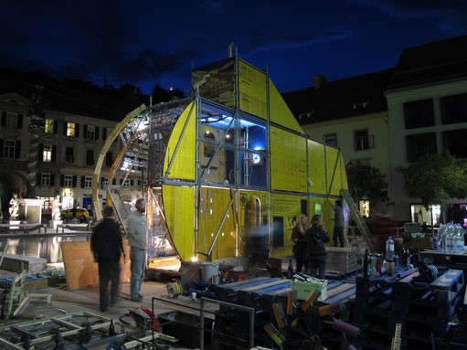 the night before the opening - last constructions ...