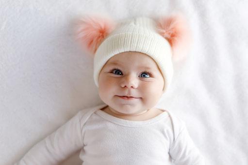 Die schönsten und persönlichsten Neugeborenen-Baby Geschenke für Mitarbeitende und Kunden mit Gratis Versand direkt zu der Familie