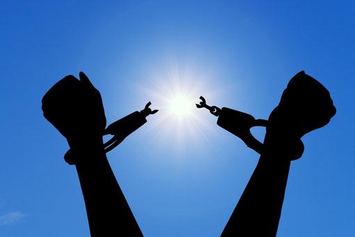 Les malfaiteurs seront retranchés, mais ceux qui espèrent en Jéhovah, ceux-là posséderont la terre. Car ceux qui sont droits habiteront la terre, et les hommes intègres y subsisteront. Mais les méchants seront retranchés de la terre.