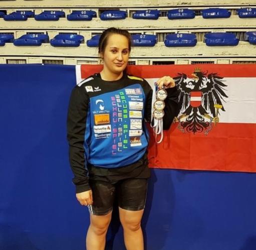 SLZ Gewichtheberin Sarah Fischer holt drei Medaillen bei der U17 EM in Pristina.